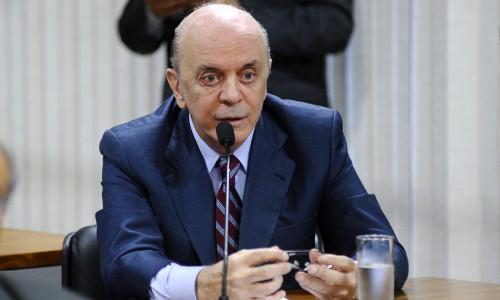 José Serra apresenta projeto de lei que institui voto distrital