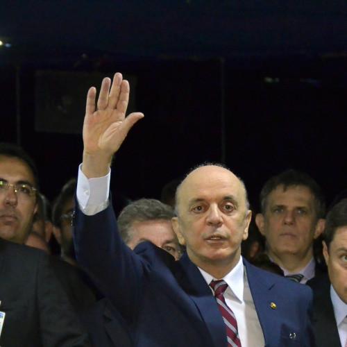 José Serra toma posse no Senado