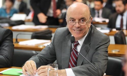 Senado aprova projeto de voto distrital de Serra