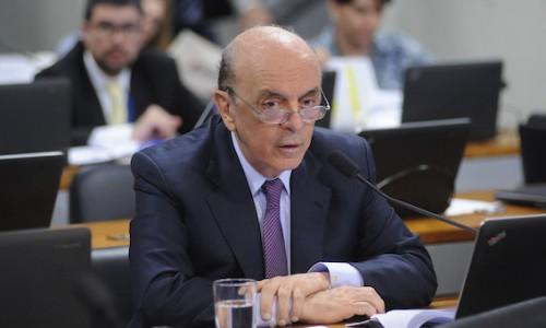 """Entrevista: Há um """"vácuo de poder"""" na Presidência, diz Serra"""
