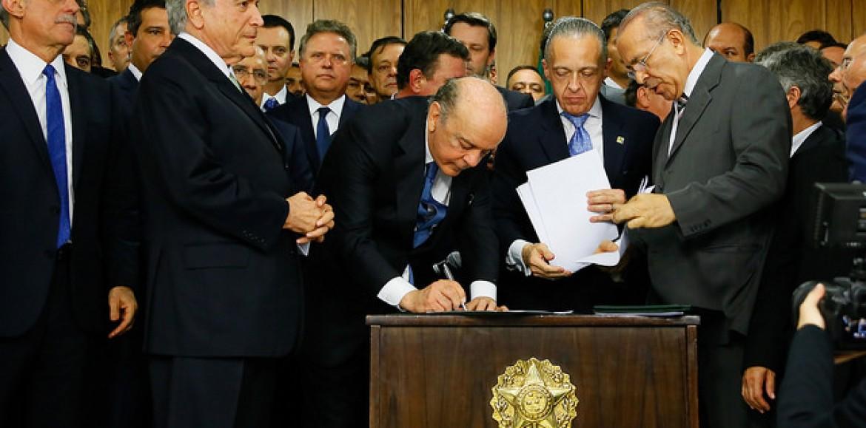 José Serra assume o ministério das Relações Exteriores