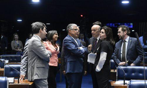 Senadores evitam manobra e luta de Serra contra o cigarro avança